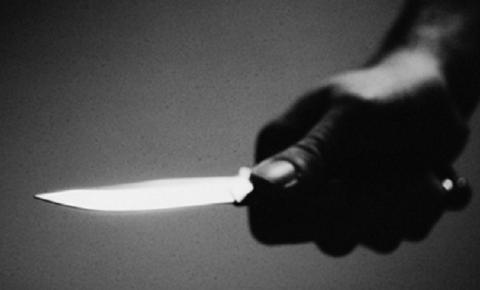 Morador encontra ladrão dentro de casa, é ameaçado com faca e assaltado no bairro Amizade
