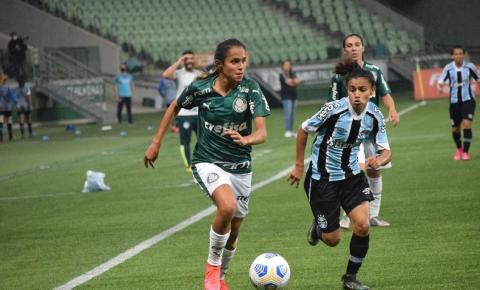 Palmeiras goleia Grêmio e assume liderança do Brasileiro Feminino