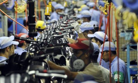 Inflação na saída das fábricas fica em 4,78% em março, diz IBGE