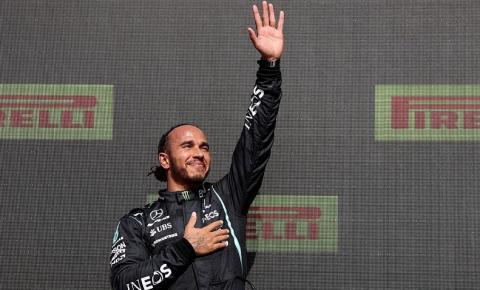 Hamilton é vítima de ofensas racistas nas redes após GP da Inglaterra