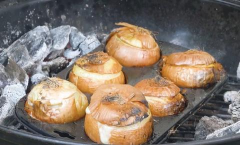 6 recheios de cebola para se fazer assada na churrasqueira