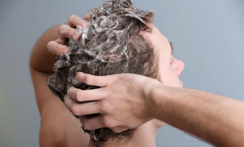 Condicionador: cabelo masculino também precisa do produto? Saiba como escolher o mais indicado para aplicar nos fios!