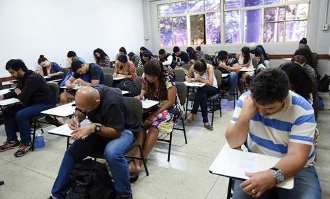 Internos do sistema prisional fazem prova do Encceja para ensino médio