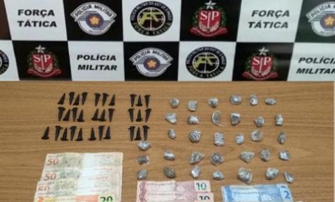 Força Tática detêm dupla por tráfico no bairro Água Branca