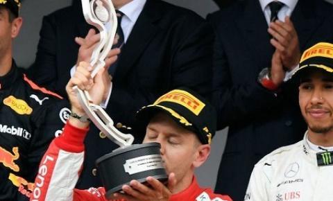 """Ricciardo chega no Canadá falando em """"perseguição"""" aos líderes Hamilton e Vettel"""