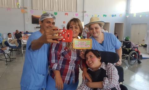 Ritinha Prates faz festa junina para os seus pacientes
