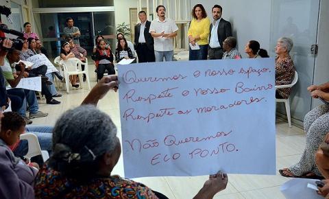 Moradores protestam contra instalação de ecoponto em bairro