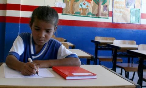 Estudantes beneficiários do Bolsa Família comparecem a 95,8% das aulas