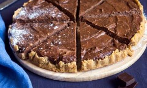 Para comemorar o Dia Mundial do Chocolate, uma receita de Torta de Brigadeiro é a melhor sugestão