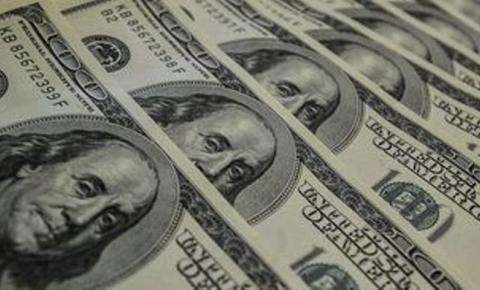 Dólar abre a semana em queda de 0,24%, cotado a R$ 3,8414