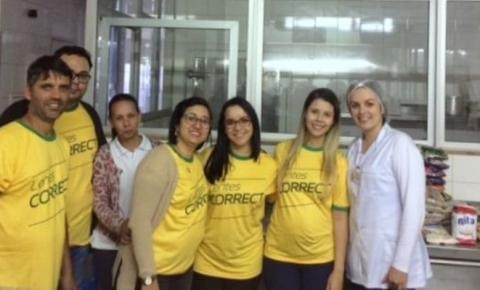 Funcionários de Óticas Perego doam alimentos ao hospital