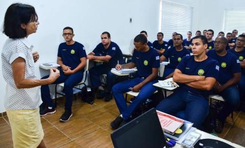 Vice-Prefeita ministra aula a Guardas Municipais