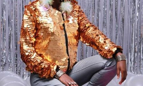 Moda holográfica sai das baladas e ganha as ruas