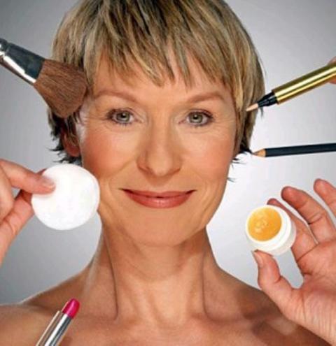 Makeup para peles maduras: conheça os truques