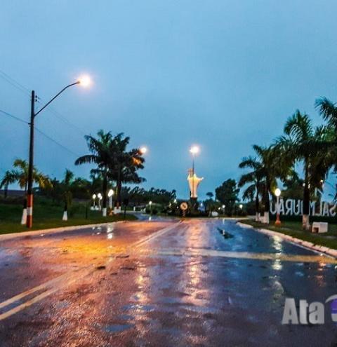 Chuva da madrugada reduz a sensação de calor em Salmourão