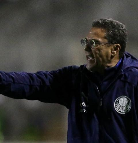 Após goleada, Luxemburgo pede calma e mira jogo contra São Paulo: 'Rival forte'