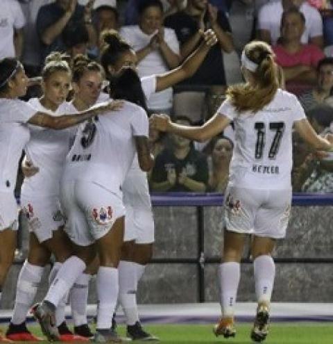 Com Vila cheia, Sereias batem Cruzeiro e seguem na liderança do Brasileirão Feminino