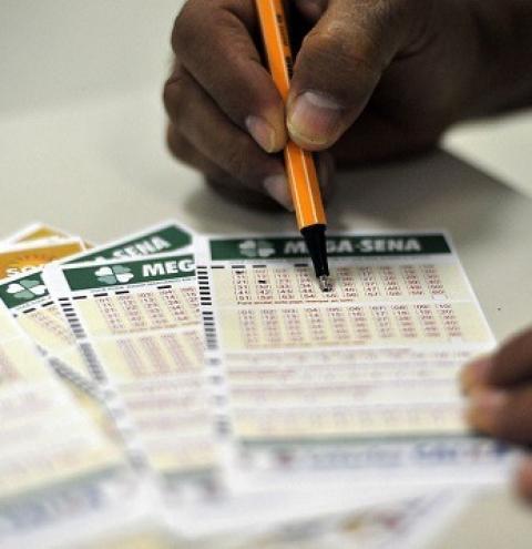 Mega-Sena acumula pela 16ª vez e prêmio vai para R$ 200 milhões