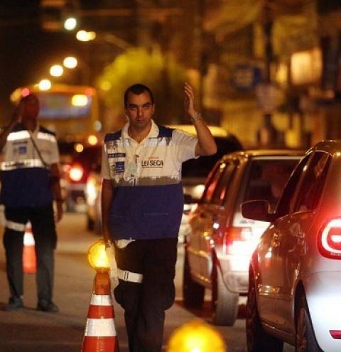 Novo bafômetro promete distinguir se álcool vem de bebida ou de bombom
