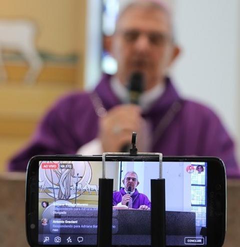 Paróquias celebram Domingo de Ramos por meio de transmissões on-line da Santa Missa