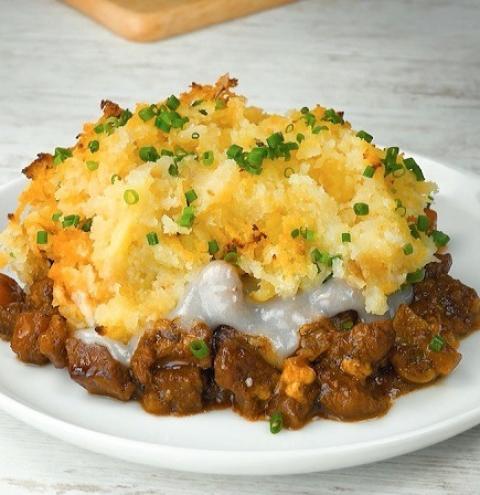 Ragu de carne com batata estilo crumble