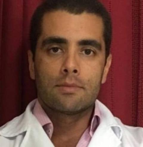 Quem é o 'Doutor Bumbum', médico celebridade das redes sociais que está foragido após morte de paciente